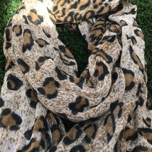 Accessories - 🍂 Fall 2019 trend: Animal print scarf